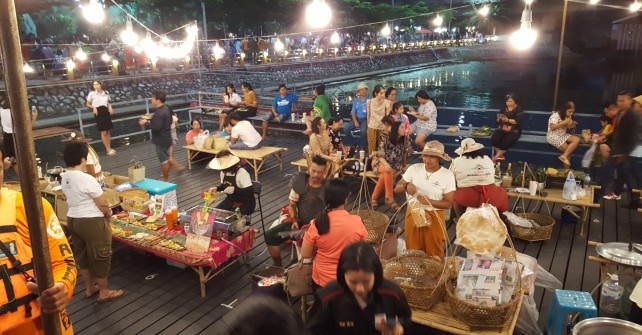 Riverside Night market @ Wat Theva Sangkharam (only on Friday)