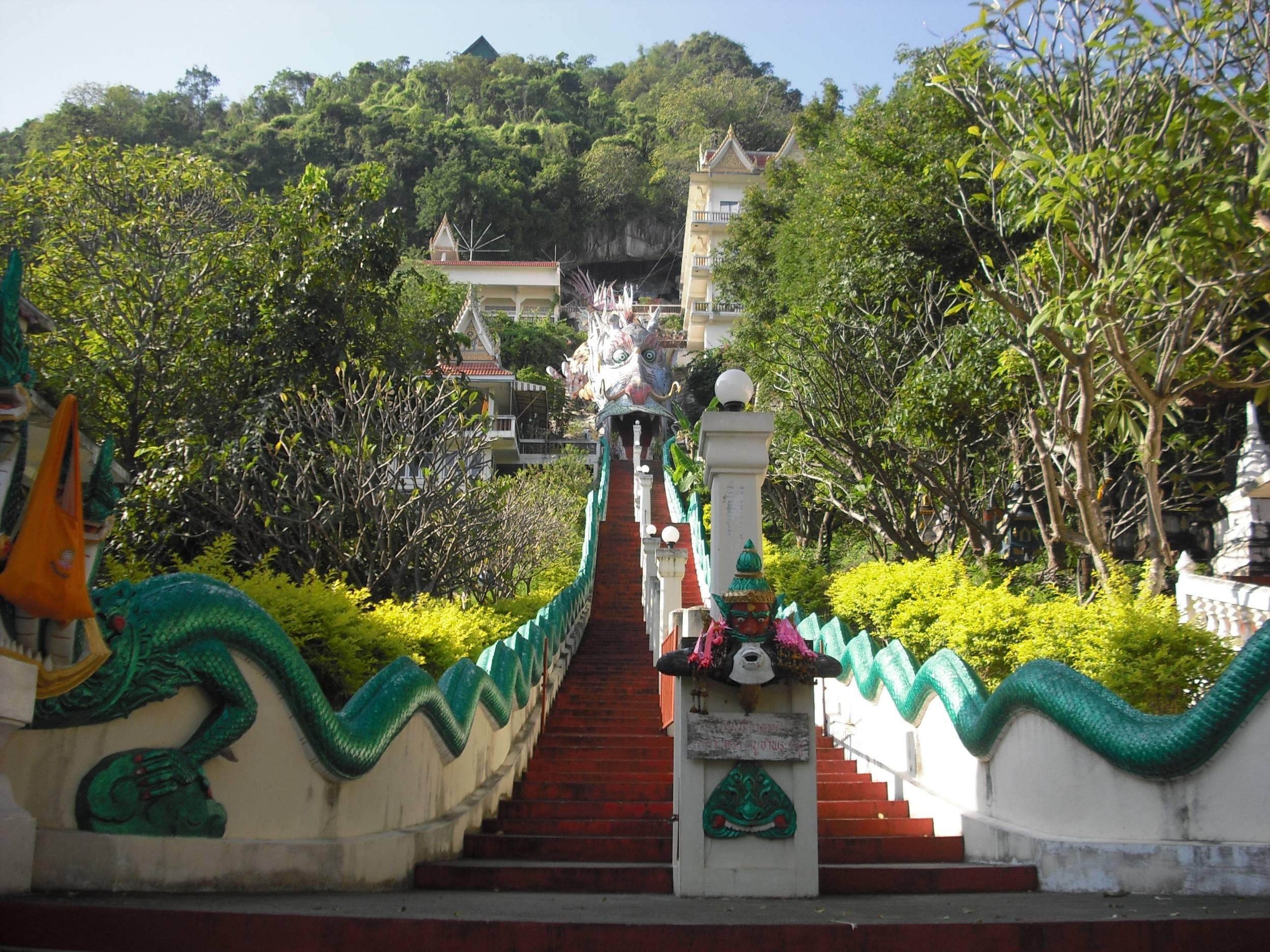 Cave golden Dragon Temple